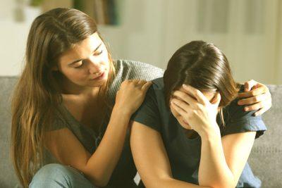 Como ayudar a un amigo que está sufriendo 1