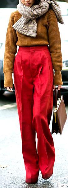 Consejos para llevar outfits en color rojo 6
