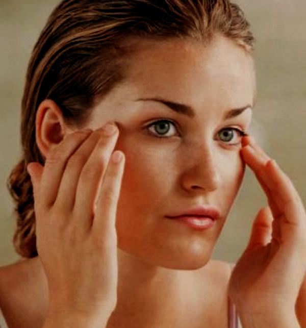 Ejercicios faciales que ayudan a evitar la flacidez en el rostro 2