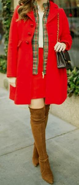 Maneras de combinar abrigos de color rojo 9