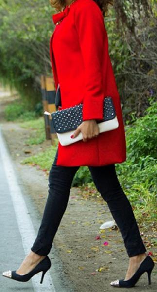 Maneras de combinar abrigos de color rojo 4