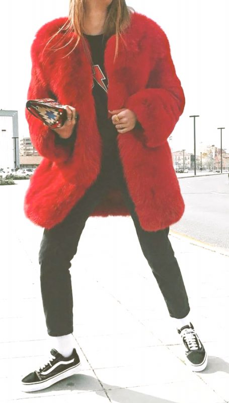 Maneras de combinar abrigos de color rojo 7