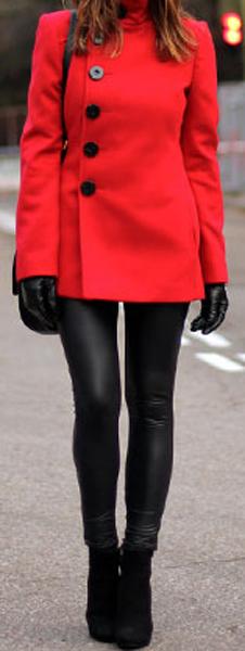 Maneras de combinar abrigos de color rojo 3