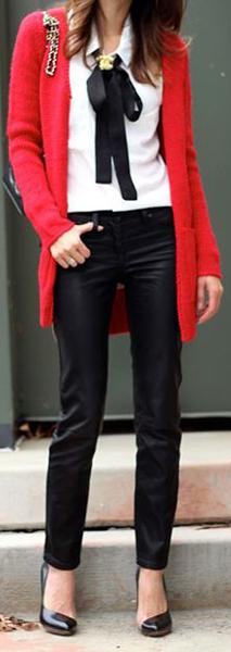 Maneras de combinar abrigos de color rojo 1