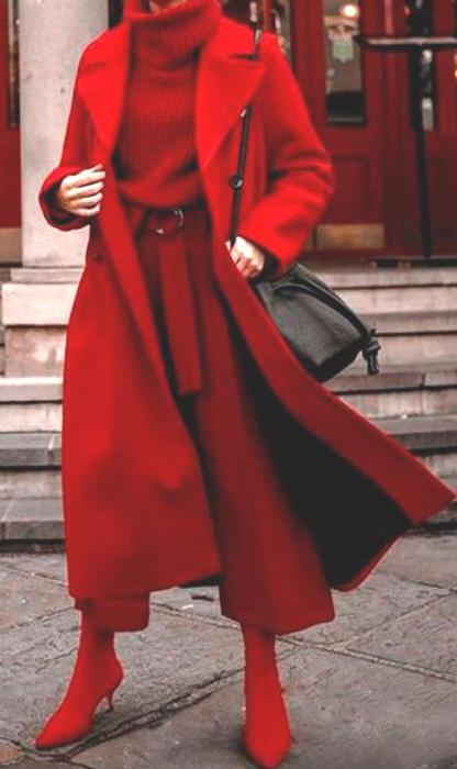 Maneras de combinar abrigos de color rojo 8
