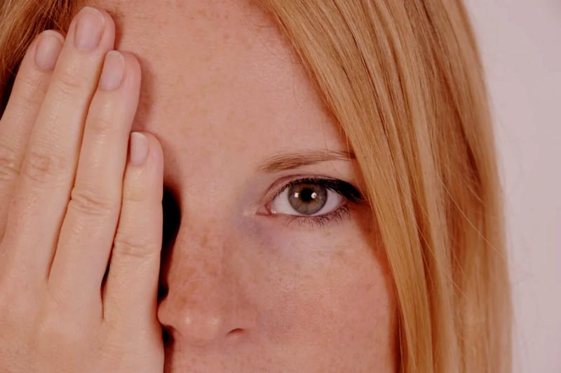 ¿Por qué es importante aplicar un producto para el contorno de ojos? 3