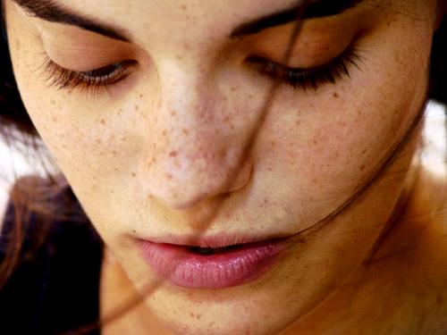 cómo eliminar diferentes manchas del rostro