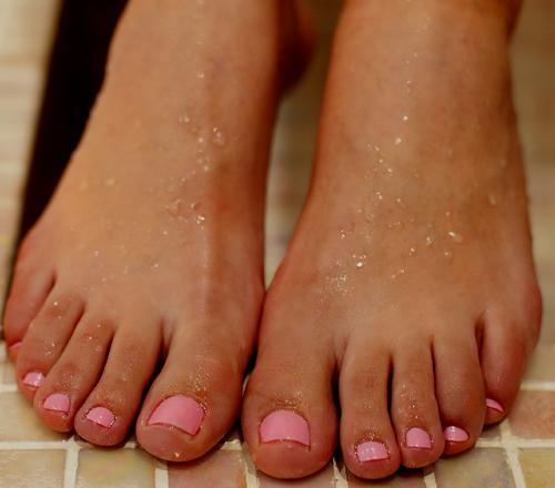 cómo hacer para evitar y aliviar dolores en los pies