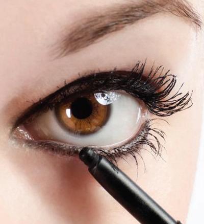 es posible aclarar el color de los ojos con make-up