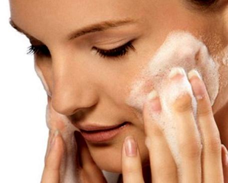 limpieza facial de acuerdo al tipo de piel y estilo de vida